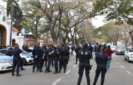 Argentina. La molesta y ruidosa protesta policial que no dejó dormir a los vecinos de Lanús