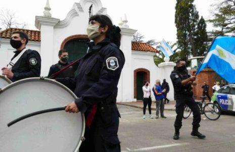Argentina. Resumen Gremial: CGT y CTA-A condenan levantamiento policial /Sigue el paro del ferrocarril Mitre / Trabajadores de la Salud hacen dramática advertencia (más info…)