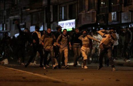 Colombia. El pueblo enfrenta en las calles al régimen dictatorial de Duque y a sus policía (fotos)