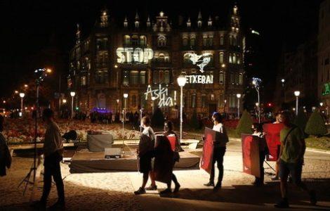 Euskal Herria. Toda una noche de protesta en Bilbao recordando a los presos vascos asesinados por la política carcelaria