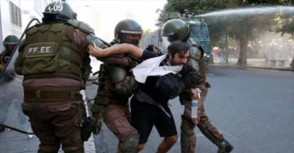 """Chile. Profesor de la Escuela de Carabineros: """"¿Existe la responsabilidad del mando policial por el uso de la fuerza? Sí"""""""