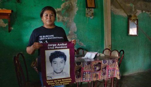 México. «Sigue esta insoportable angustia, pero él regresará»: Carmelita Cruz, madre de uno de los 43