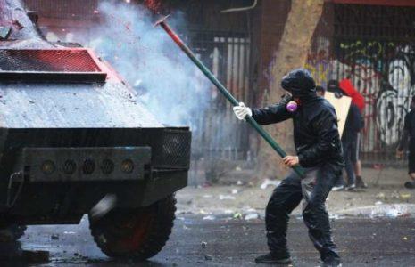 Chile. Otra vez importante movilización a Plaza de la Dignidad /Fuerte represión (videos)