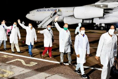 Sudáfrica. Nominan a brigada médica cubana para Nobel de la Paz