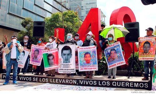 """México. 6 años de la desaparición forzada: """"hasta saber qué sucedió con los 43"""""""