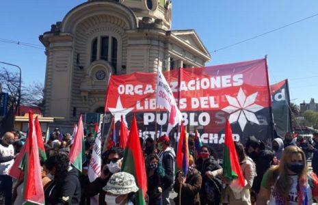 Argentina. Organizaciones sociales marcharon a la Gobernación platense para apoyar la toma de tierras de Guernica, repudiar desalojo y ofrecer soluciones / No hay respuestas y crece el pesimismo