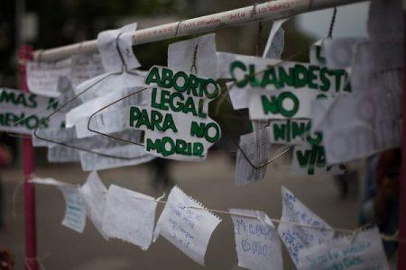 México. Con gas lacrimógeno, gas pimienta y golpes, policías agredieron a mujeres el 28S
