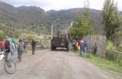 Nación Mapuche. Enfrentamientos con los carabineros en la comunidad Antonio Leviqueo: 2 camionetas policiales quemadas