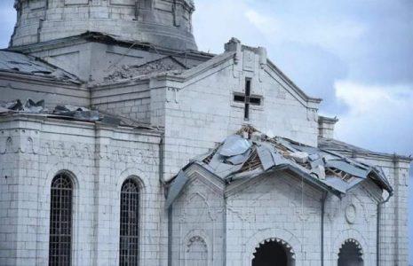 Karabaj. Azerbaiyán bombardeó la Catedral de Shushí