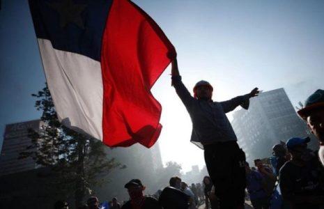 Chile. El trovador argentino Piero homenajea con su canto a la lucha del pueblo chileno-mapuche