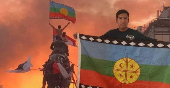 """Nación Mapuche. Protagonista de foto histórica en la Plaza Dignidad será candidato constituyente: """"Ya no se pueden repetir los mismos apellidos de siempre"""""""