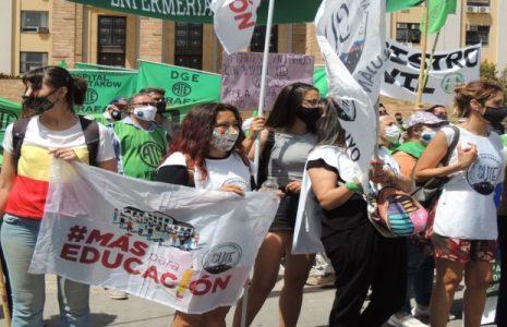 Argentina. Clamor de trabajador@s de enseñanaza y salud  en las calles de Mendoza exigiendo paritarias ya! (fotos)