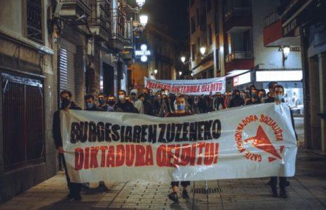 Euskal Herria. Una multitud juvenil de la GKS se manifestó en las calles para repudiar «la dictadura directa de la burguesía» / Reivindican «una organización comunista»