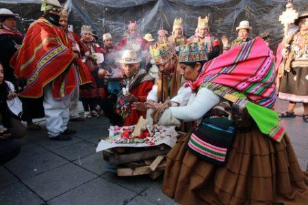 Bolivia. Las organizaciones sociales desfilan, bailan y festejan la vuelta al Gobierno (videos)