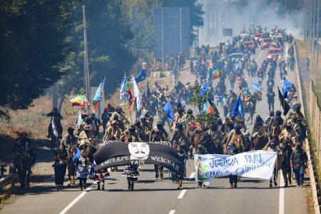 Nación Mapuche. A dos años del asesinato de Camilo Catrillanca: Familiares realizan caravana hasta el tractor donde fue abatido/ La policía balió a un niño en la marcha