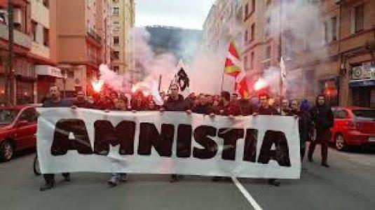 Euskal Herria. Detienen a dos militantes del Movimiento Pro Amnistía
