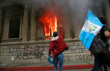 Guatemala. Se vivió una jornada histórica en la que el pueblo enfrentó a un sistema que sigue en caída libre (fotos+videos)