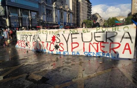 Chile. Movilizaciones en todo el país exigiendo renuncia de Piñera // Fuerte represión de Carabineros (videos)