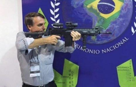Brasil. En una nueva decisión militarista, Bolsonaro elimina impuestos de importación de pistolas