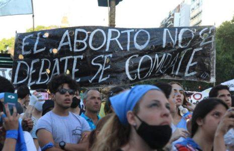 Argentina. Manifestantes celestes: «al aborto no se lo debate, se lo combate» / Olor a incienso, a sacristía y a ultraderecha