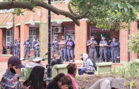 Argentina. La represión y la persecución a las familias de la toma de Guernica continúa