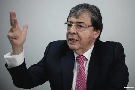 Colombia. Denuncian a Carlos Holmes Trujillo por crímenes de la Policía durante la noche del 9S