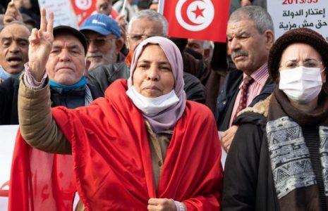 Túnez. La crisis económica y la desafección democrática acechan una década después de su revolución