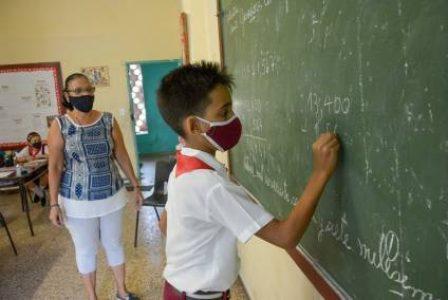 Cuba. Aplausos para lxs educadores