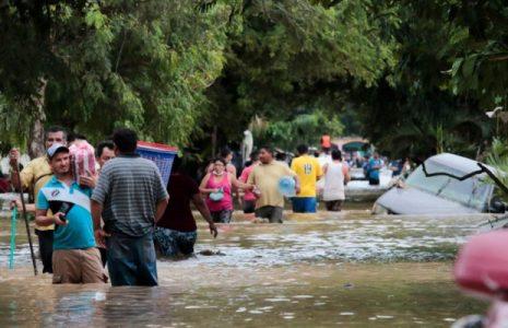 Honduras. Cientos de miles de personas siguen sin atención médica mes y medio después del paso de los huracanes