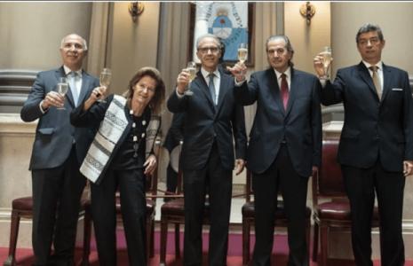 Argentina. Libertad de expresión: la Corte Suprema revocó una condena contra la revista Barcelona en una demanda de Cecilia Pando