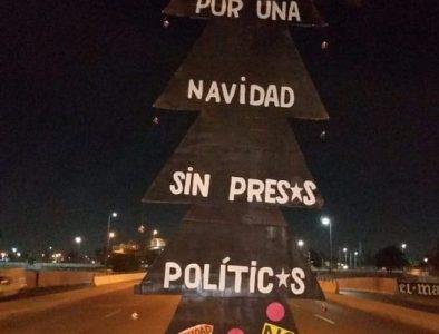 Chile. Nuevas protestas exigiendo la libertad de los y las presas politicas, con su consabida represión por parte de los carabineros