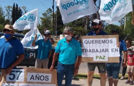 Argentina. Villa Carlos Paz: La justa protesta de la COOPI volvió a la calle, tras las inspecciones municipales / Solicitaron la suspensión del traspaso del agua hasta tanto se garantice la continuidad de todos los puestos de trabajo