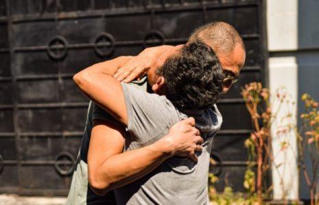 El Salvador. Radicado en Francia, tras la guerra civil, se reencuentra con su madre después de 35 años