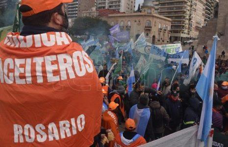 """Argentina. Resumen gremial. Una huelga por el futuro/ Ciudad: Gremios y docentes denunciaron que quieren privatizar la educación/ """"Los médicos tenemos un sabor agridulce con la pandemia y sentimos que la sociedad no nos ayudó"""" … (+info)"""
