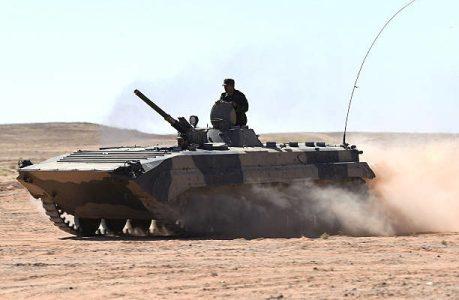 Sáhara Occidental. Los bombardeos del Ejército de Liberación Saharaui destruyen blindados y camiones de las FAR.