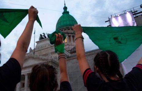 Argentina. En una jornada histórica, el Senado sancionó la legalización del aborto por 38 votos a favor y 29 en contra // Festejos y emoción en las calles