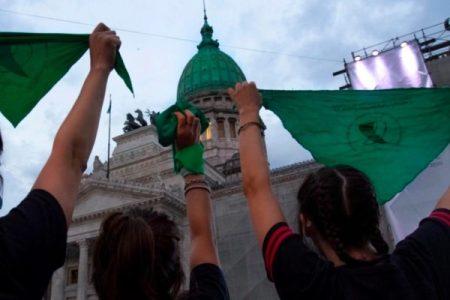 Argentina: En una jornada histórica, el Senado sancionó la legalización del aborto por 38 votos a favor y 29 en contra // Festejos y emoción en las calles