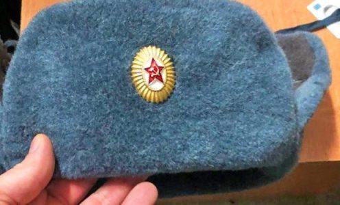Ucrania. Un joven de Kiev fue detenido y se enfrenta a cinco años de prisión por llevar un gorro con la hoz y el martillo