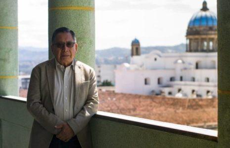 Guatemala. Ministerio de Cultura destituye a Francisco Morales Santos, Premio Nacional de Literatura