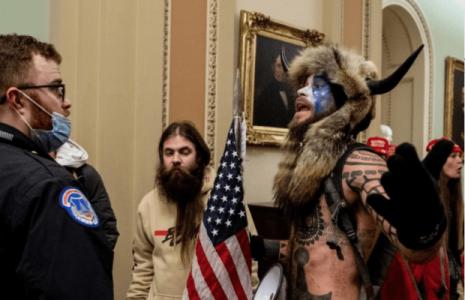 Estados Unidos. Quién es Jake Angelini, el seguidor de Trump que irrumpió en el Capitolio vestido con pieles y cuernos