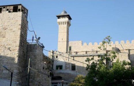 Palestina. Palestinos condenan cierre de la Mezquita de Ibrahim en Al Jalil (Hebrón) por los ocupantes israelíes