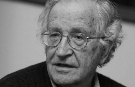 """Pensamiento crítico. Noam Chomsky: """"Las corporaciones son lo más cercano al totalitarismo que los humanos han podido crear"""""""