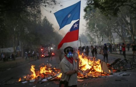 Chile. Nuevo viernes de lucha en Plaza de la Dignidad / A pesar de la represión y las trampas de la casta política son muchxs lxs que no bajan los brazos (videos)