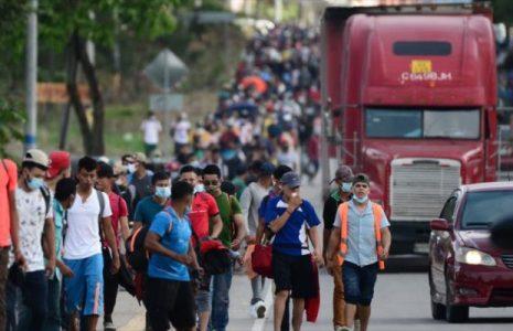 Honduras. Migrantes rompen barrera policial y se dirigen hacia EEUU