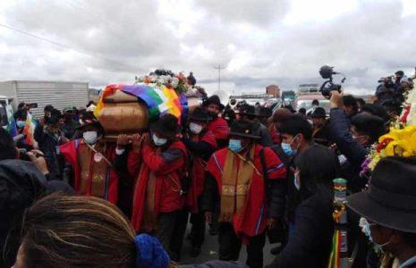 Bolivia. Multitud despide a referente del movimiento indígena en Bolivia (+Fotos)