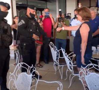 Argentina. Patricia Bullrich hizo formar a policías que se cuadraron para saludarla y luego dijeron que los usaron políticamente