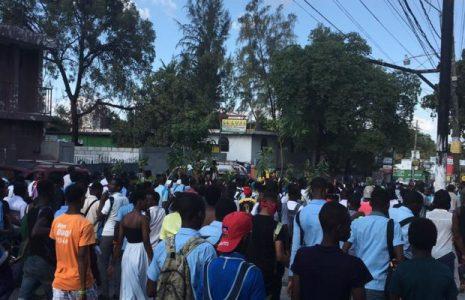 Haití. Aumentan las protestas pidiendo la renuncia de Moise y en denuncia por los secuestros de estudiantes