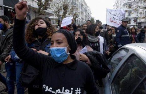 Túnez. Protestas populares frente al Parlamento tunecino por la muerte de un manifestante