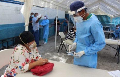 Honduras. Doctor Carlos Umaña: «Las autoridades dan cátedra de ineptitud y fomentan una crisis epidemiológica»