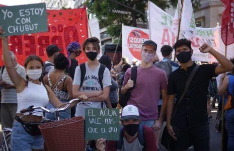 Argentina. Movilización en Buenos Aires en contra de la Megaminería y en repudio al plan extractivista de Arcioni-Fernández
